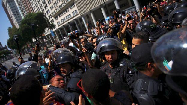 Para grupo, é preciso rever o papel da polícia, de repressora para mediadora