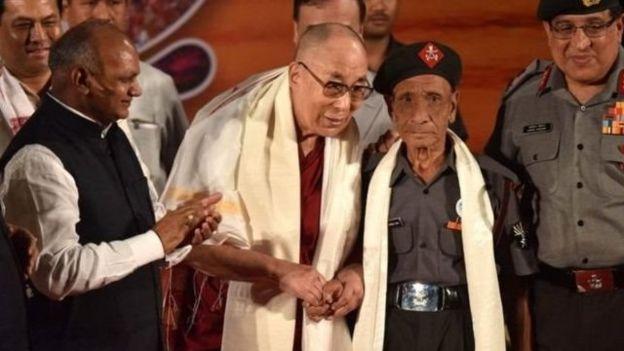 達賴喇嘛與當年護送他出逃的印度衛兵達斯