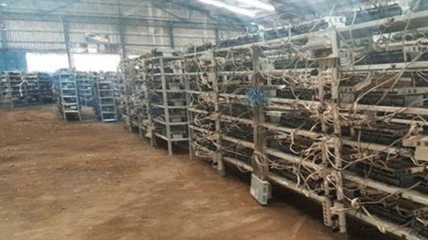 Galpón de minería de bitcoin decomisado por la policía