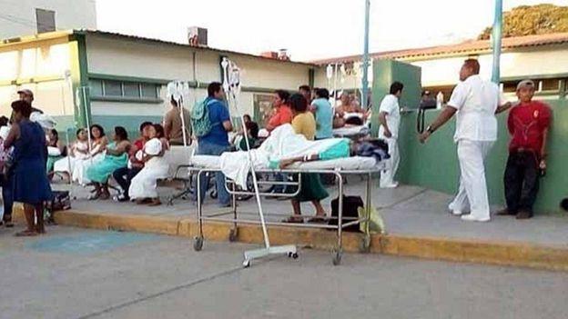 Pacientes evacuados luego del sismo de Oaxaca