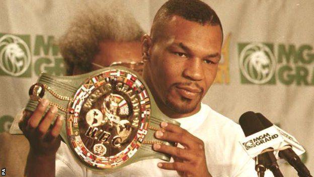 Tyson recuperó su corona mundial cuando venció a Frank Bruno en tres asaltos en 1996.