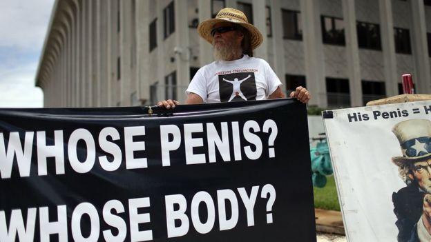 Activista contra la circuncisión.