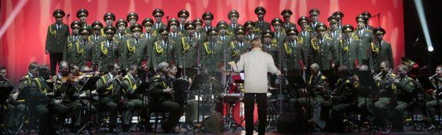 kikosi cha bendi cha jeshi maarufu kwa jina Alexandrov Ensemble.