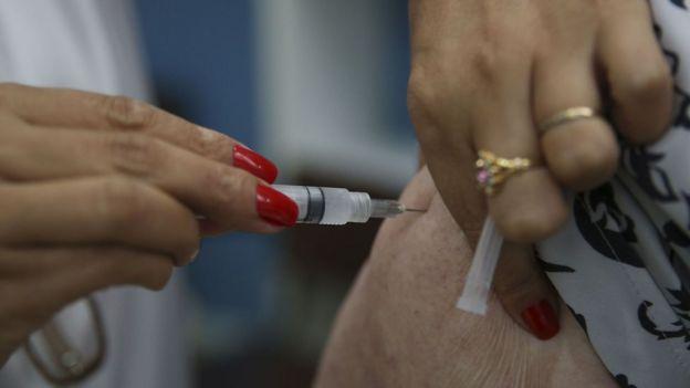 Vacinação de idoso