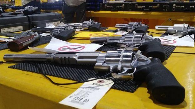 Armas expostas na feira da Flórida
