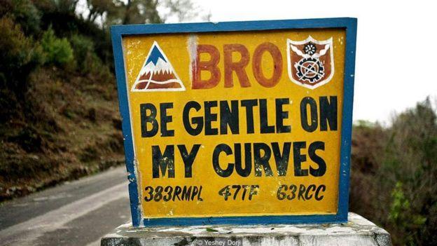 'Người anh em, hãy nhẹ nhàng trên đường cong dịu dàng'