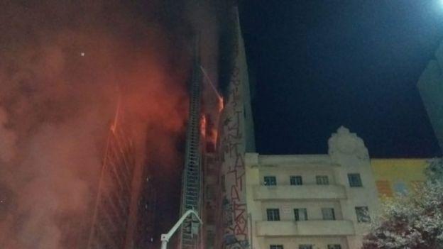 fogo em prédio