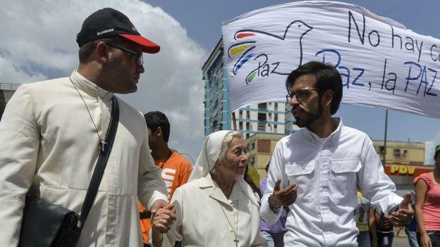 Miguel Pizarro en una manifestación
