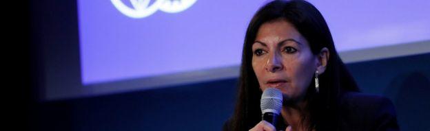 Paris Belediye Başkanı Anne Hidalgo, 10 Mart 2017'de Paris'teki FIA karargahında bir basın toplantısı düzenledi