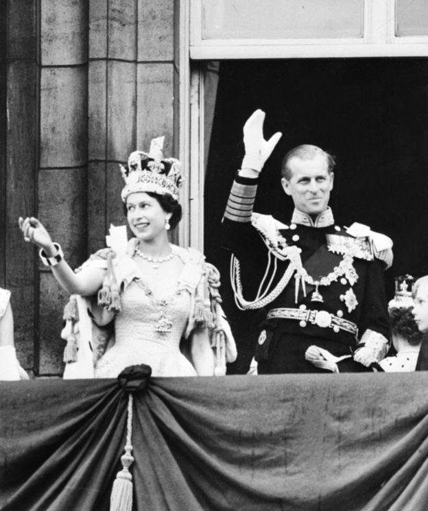 Елизавета и Филип после коронации