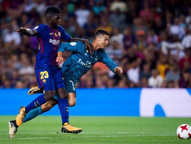 Ronaldo'nun penaltı beklemesine yol açan müdahale. Hakem Ronaldo'nun kendini yere attığına hükmetti