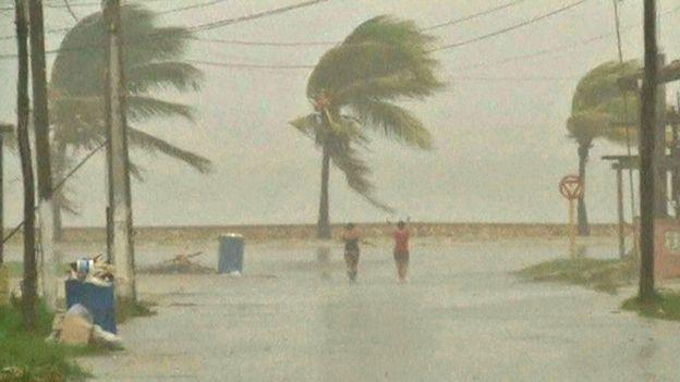 El huracán Irma llegó a Miami y alcanzó categoría 4