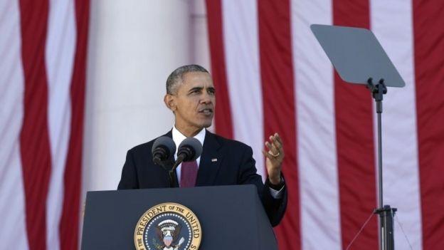 President Barack Obama speaks at the Memorial Amphitheater of Arlington National Cemetery (11 November 2015)