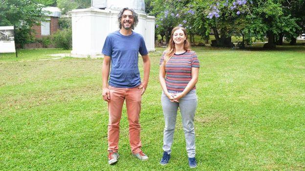 Astrónomos en un parque: Gastón Folatelli y Melina Bersten
