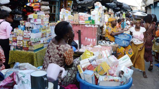 Vendedores callejeros de medicinas falsas