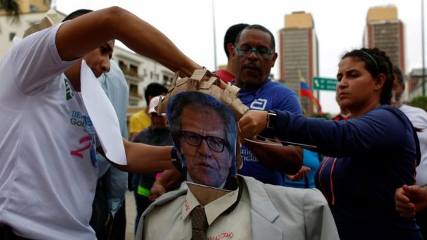 Government supporters prepare an effigy of OAS head Luis Almagro in Caracas