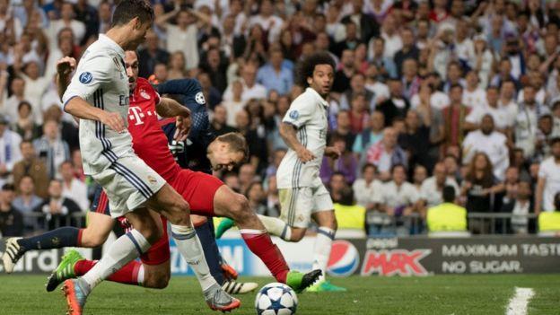 Ronaldo define ante la mirada de Marcelo