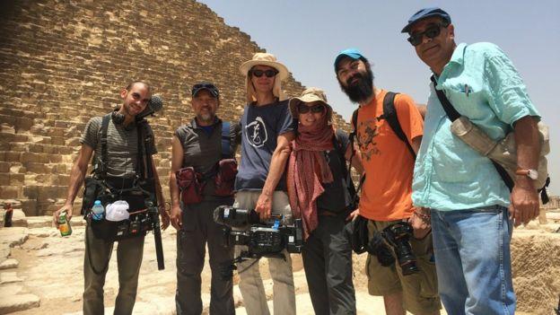 Nhóm làm phim cùng Florence Trần