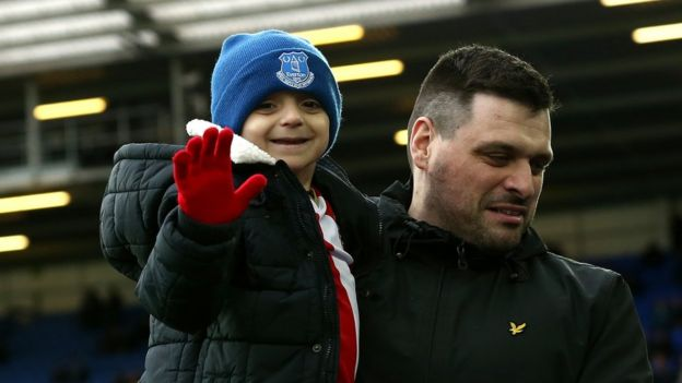 Bradley with his dad Carl at the match between Everton and Sunderland