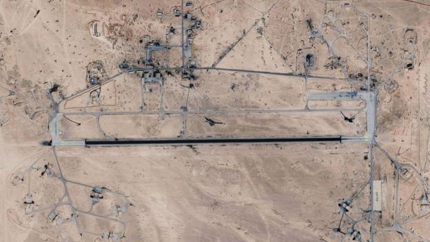 Un imagen satelital de la base aérea T4/Tiyas, ubicada en el centro de Siria.