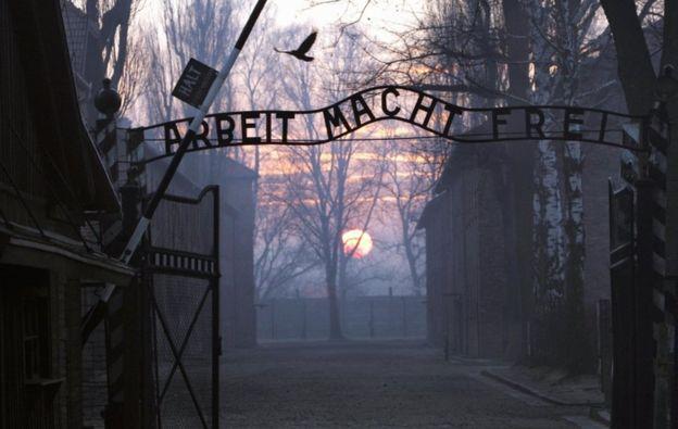 Las puertas al campo de concentración de Auschwitz.
