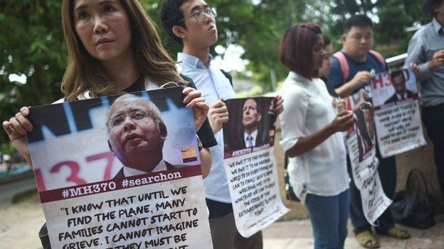 ذوو الضحايا المفقودين في الطائرة الماليزية