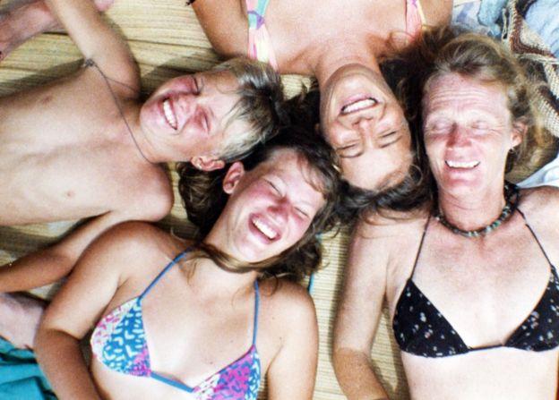 Valerie Meikle, Val (primera por la derecha) con tres de sus hijos, entre ellos Clare Weiskopf (la tercera por la derecha) en Colombia. (Foto: cortesía de Clare Weiskopf / Amazona)
