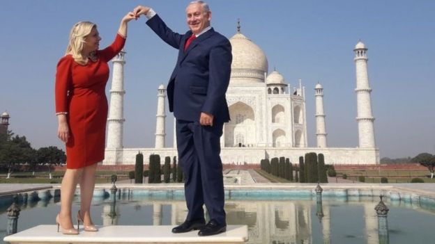 Israeli PM Benjamin Netanyahu (right) and his wife Sara pose for a photograph at the Taj Mahal in India. Photo: January 2018