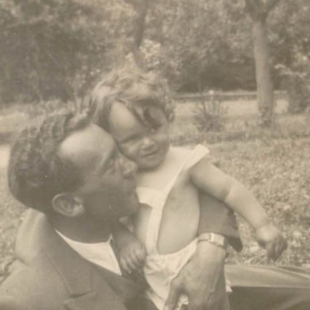 Mundek Buergenthal junto a su hijo, Thomas