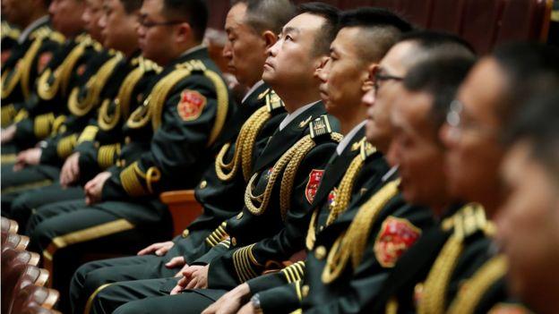 建军90周年大会有武警部队官兵代表、老战士、烈士家属、中央军委委员军队英雄模范、各界群众代表,解放军、武警部队官兵代表等约3000人出席。