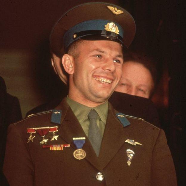 Yuri Gagarin sonriendo.