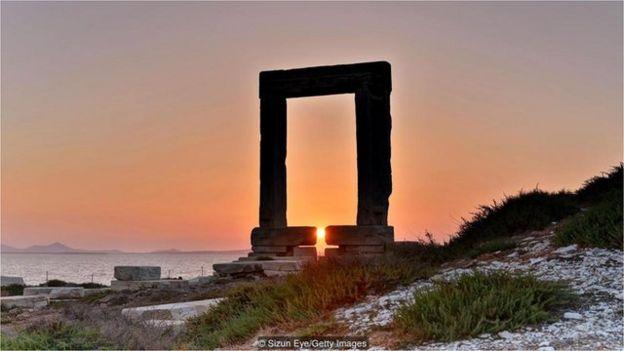 陽光可能一度照耀阿波羅 (Apollo) 神廟的中央神像