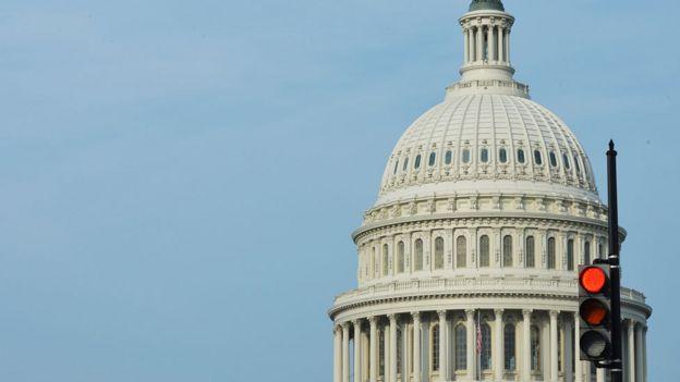 """美国参议院未能通过临时预算 数十万政府雇员""""被迫休假"""""""