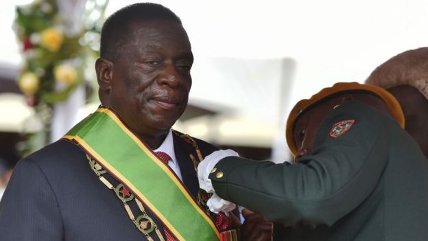 Military officers pins insignia on President Emmerson Mnangagwa