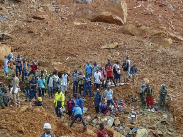 Personas afectadas por deslave en Freetown