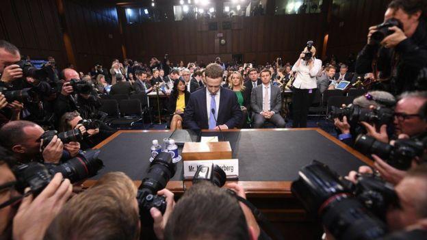 Mark Zuckerberg, en su comparecencia ante el Senado estadounidense.