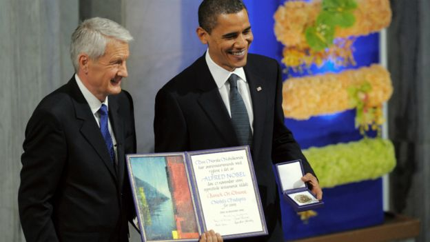 US President Barack Obama holds his Nobel Peace Prize next to Chairman of the Norwegian Nobel Committee, Thorbjoern Jagland, in Oslo - 10 December 2009