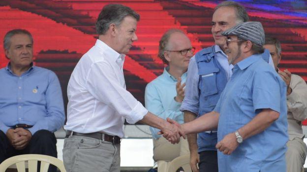 Juan Manuel Santos y Rodrigo Londoño.