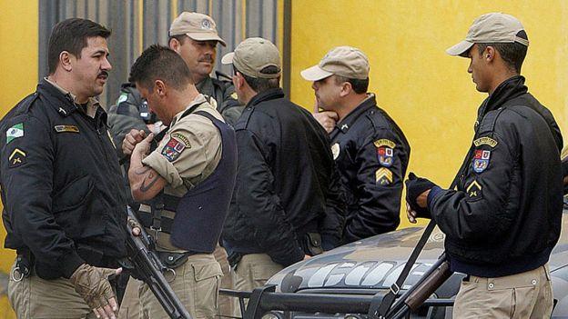 Policía en la cárcel de Sao Jose dos Pinhais.