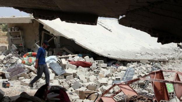 Suriye iç savaşında bugüne dek 300 binden fazla kişi hayatını kaybetti.