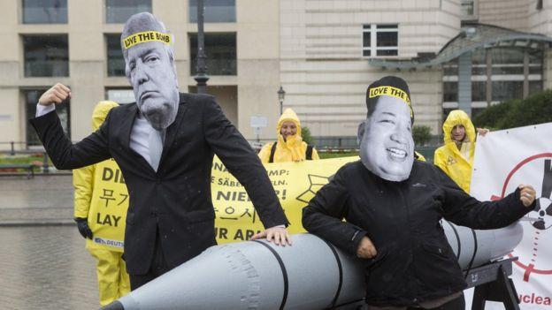 Manifestación antinuclear frente a la embajada estadounidense en Berlín.