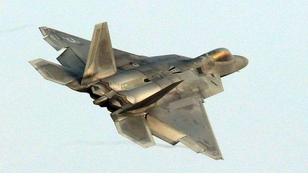 Diyaaradda dagaalka ee F-22 Raptor oo dul maraysa saldhigga Gwangju