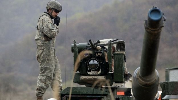 US soldiers prepare for a military exercise near the border between South and North Korea in Paju, South Korea (14 April 2017)