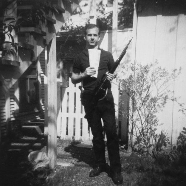 La famosa foto de Lee Harvey Oswald