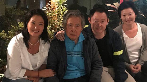 Keiko, Alberto y Kenji Fujimori