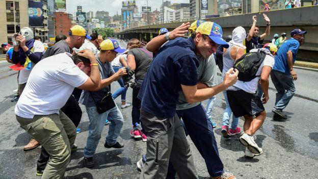 Henrique Capriles em passeata em Caracas