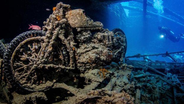 Moto no fundo do mar