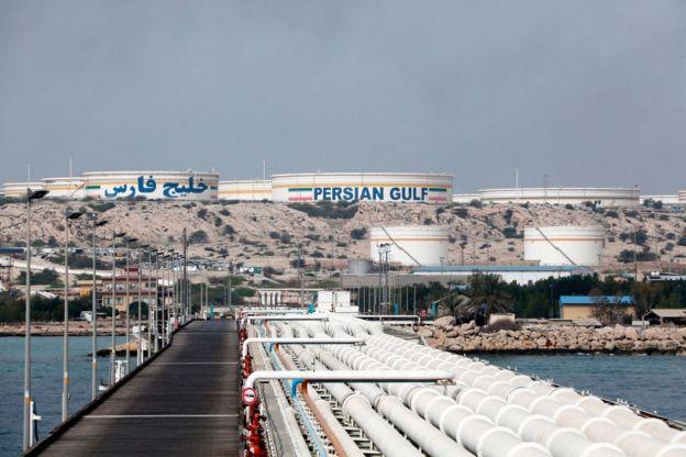 بخش نفت که موتور محرک اقتصاد ایران است در سال گذشته رشدی ۶۲ درصدی داشت و به تنهایی ۹.۸ درصد از رشد اقتصادی سال گذشته را به نام خود ثبت کرد