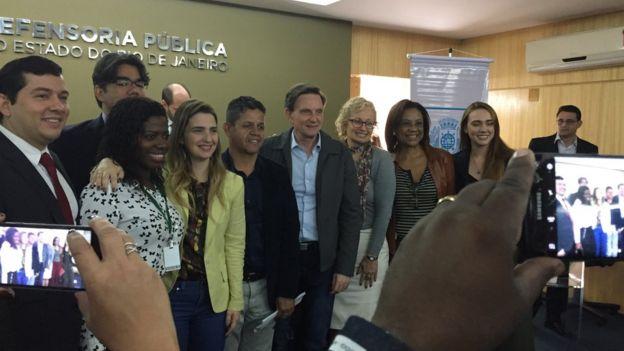 Crivella com Clarissa Garotinho e o membros da Defensoria pública