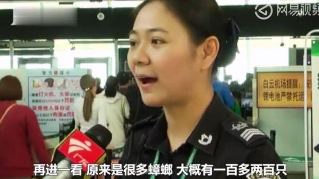 Xu Yuyu, funcionária da alfândega do aeroporto de Baiyun, em Cantão,